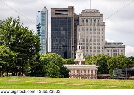 Independence Hall North Facade Against The Backdrop Of A Modern City Buildings, Philadelphia, Pennsy