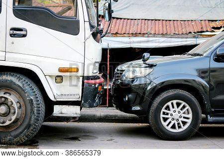Bangkok, Thailand - January 12, 2018 : Big Truck Broken Car Parking Facing Face To Face With Black P