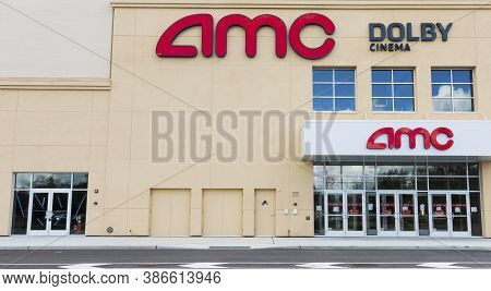 East Northport, New York, Usa - 1 September 2020: An Amc Movie Theater Building Is Empty Due To The