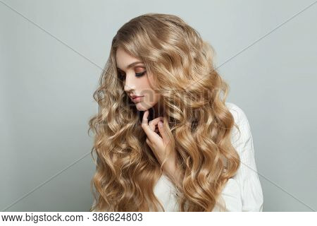 Young Pretty Woman With Healthy Curly Blonde Hair, Beauty Fashion Portrait