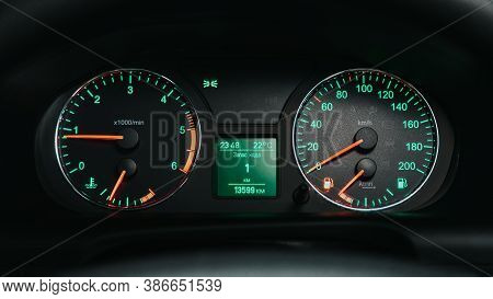 Novosibirsk, Russia - September 19, 2020: Uaz Patriot, Round Speedometer, Odometer With A Range Of 1