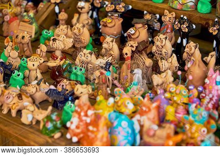 Belarus, Minsk, August 2019. A Small Street Shop Selling Souvenirs. A Large Assortment Of Clay Souve