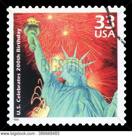 United States Of America - Circa 1999: A Used Postage Stamp From The Usa, Display Statue  - New York
