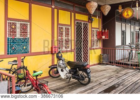 George Town, Penang, Malaysia - December 1, 2019: Bike And Bicycles On Wooden Sidewalk Of The Famous