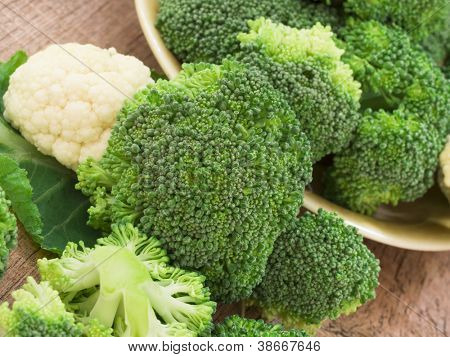 raw broccolli