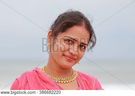 Fashion Model Woman In Sun Glasses. Fashionable Wear Look Style, Beauty Sexy Model Woman In Nature,