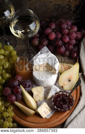 Antipasti.    Cheese Camembert With Grapes, Sliced Pears And Confiture, A Great Appetizer For Wine.