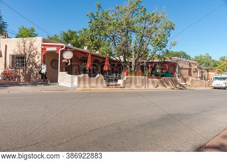 Santa Fe  Usa - September 17 2015; Exterior Wall And And Boundary Wall In Pueblo Style Architecture
