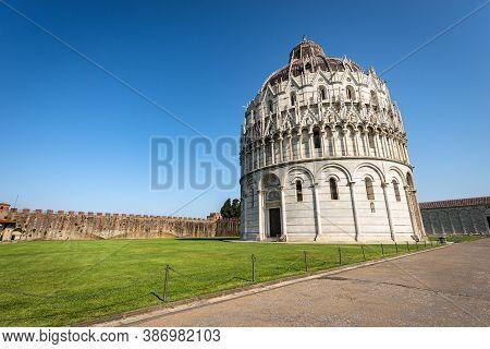 Pisa Baptistery In Romanesque Gothic Style (battistero Di San Giovanni), Square Of Miracles (piazza