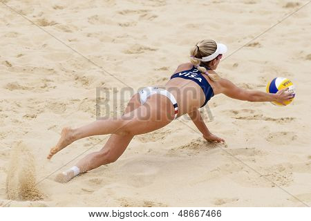 12/08/2011 LONDON, ENGLAND, Jennifer Kessy (USA)dives for the ball during the FIVB International Beach Volleyball tournament, at Horse Guards Parade, Westminster, London.