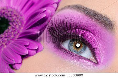 Purple Eye Make-up With Gerber Flower