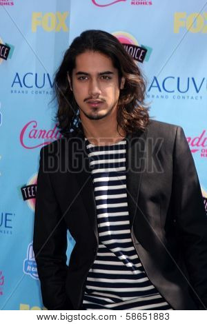Avan Jogia at the 2013 Teen Choice Awards Arrivals, Gibson Amphitheatre, Universal City, CA 08-11-13