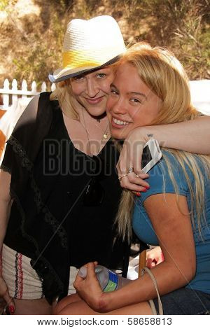 Jennifer Blanc-Biehn, Evie Thompson on the set of