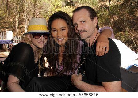 Jennifer Blanc-Biehn, Tia Carrere, Michael Biehn on the set of