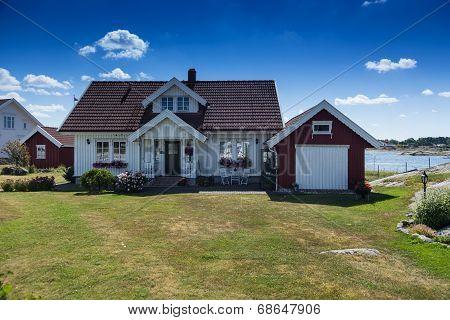classical norwegian summerhouse