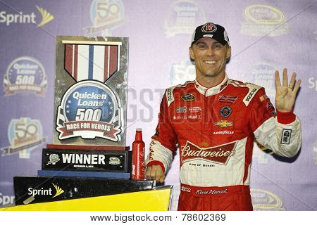 Avondale, AZ - Nov 09, 2014:  Kevin Harvick (4) wins the Quicken Loans Race Heroes 500 at Phoenix International Raceway in Avondale, AZ.