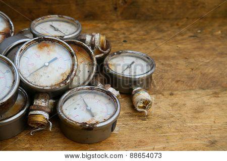 Old pressure gauge or damage pressure gauge of oil and gas industry on wooden background