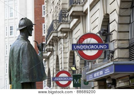 LONDON, UK - APRIL 22: Bronze statue of Sherlock Holmes in front of Baker Street station. April 22, 2015 in London. The statue was commissioned by the Sherlock Holmes Society in 1999.