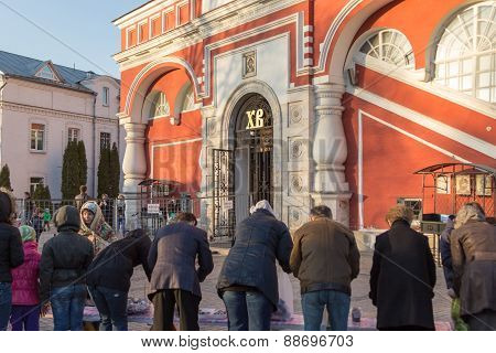 Moscow - April 11, 2015: Parishioners Awaiting Orthodox Priest To Sprinkle Easter Eggs And Cakes Hol
