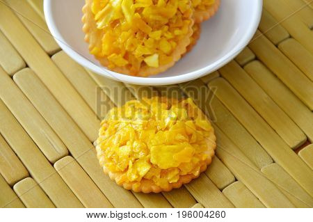crackers topping crispy jack fruit and peanut with caramel on cup