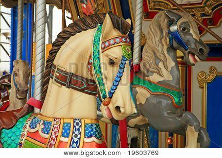 Karussell Pferd zu Reiten, an einem Amusemnent-park