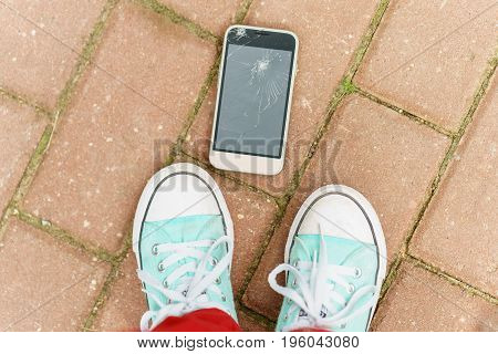 Child Dropped The Phone On The Sidewalk And Broke The Screen