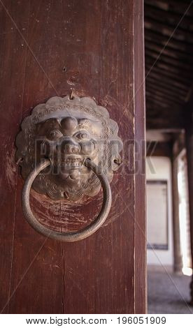 Ancient Old Retro Old Naxi House Door Knocker Of Baisha Ancient Town In Lijiang, Yunnan Province, Ch