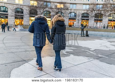Washington Dc, Usa - December 29, 2016: Navy Yard Memorial With Couple Walking On Pennsylvania Avenu