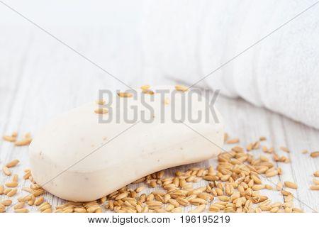 Oatmeal (Avena sativa) soap and whole grains