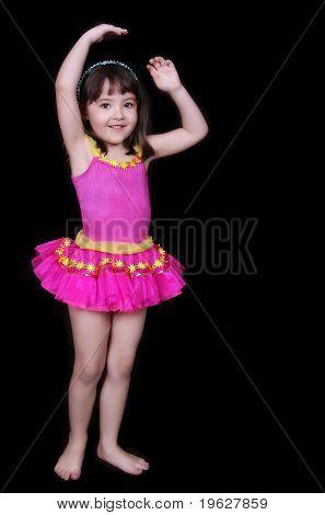 Adorável menina em Tu-tu-de-rosa isolado