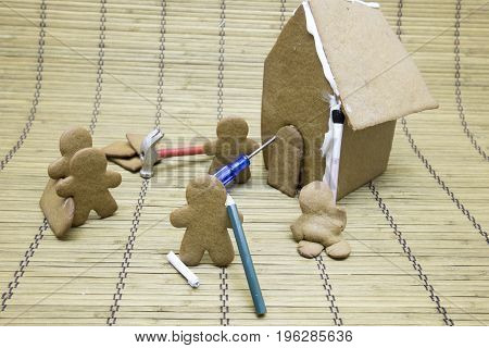 Gingerbread Men Making House