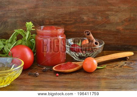 Homemade tomato sauce / ketchup / with ingredients