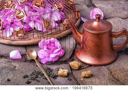 Tea With Tea Rose
