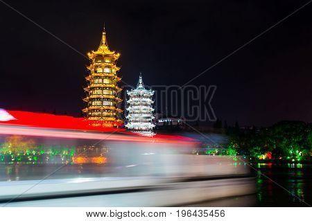 Boat Passing Buy Guilin Twin Towers In Guangxi, China