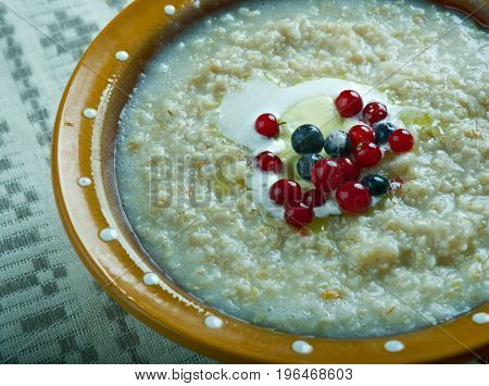 kaurapuuro - oatmeal in the Finnish style with butter and berries