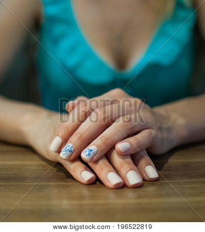 Beautiful manicure made on the nails on the fingers with colored varnish