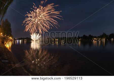Fireworks On The River, Seso Calende