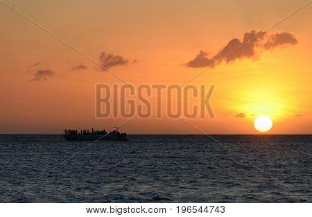 Late sunset highlights boat ride at Anaeho'omalu beach Big island Hawaii