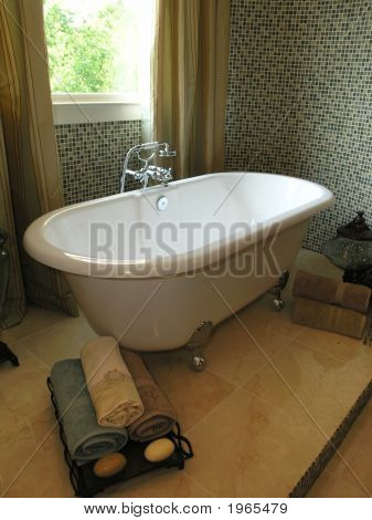 Luxury 6 - Bathroom 1