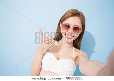 woman selfie happily on the blue background