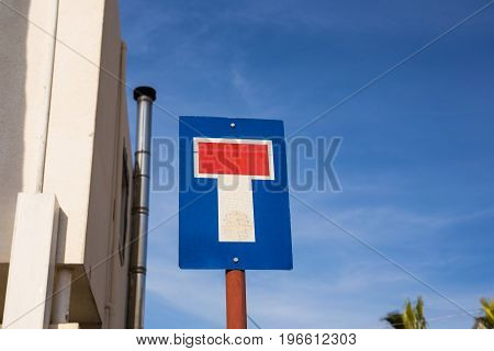 Sign indicating road with a dead end