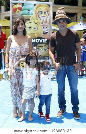LOS ANGELES - JUL 23:  Courtney Mazza, Gia Lopez, Dominic Lopez, Mario Lopez at