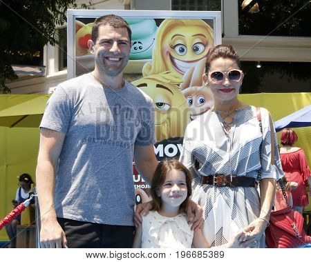 LOS ANGELES - JUL 23:  Max Greenfield, Lilly Greenfield, Tess Sanchez at