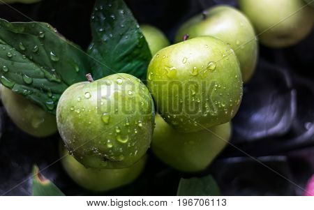 Close up Bunch of green apples for sales in the market