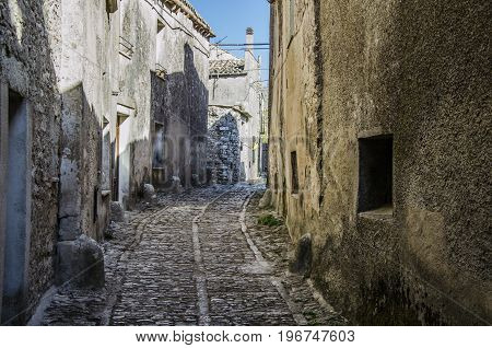 In erice there are constructive vestiges from the old Greek colonization.