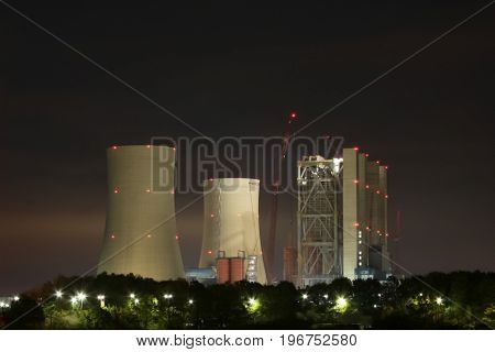 The large power plant produces a lot of smoke