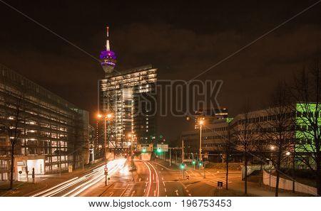 Das moderne Stadttor in der Landeshauptstadt Düsseldorf