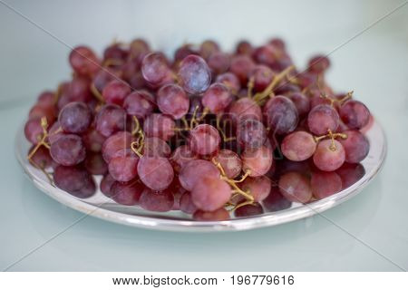 Red grapes on a plate : Selective focus.