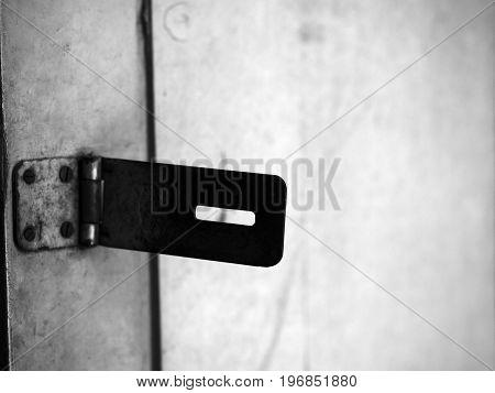 BLACK AND WHITE PHOTO OF SILHOUETTE/ DARK SHAPE OF HINGE