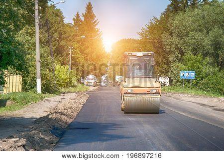 Heavy vibration road rollers at asphalt pavement works